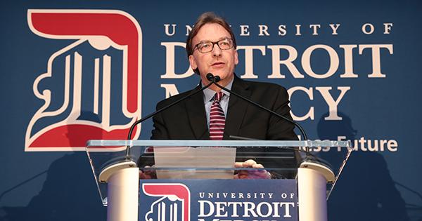 Architecture Dean Will Wittig speaks at the 2018 Spirit of Detroit Mercy Alumni Achievement ceremony.