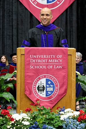 Joe Vernon '05 had advice and a promise for the Detroit Mercy Law Class of 2019.